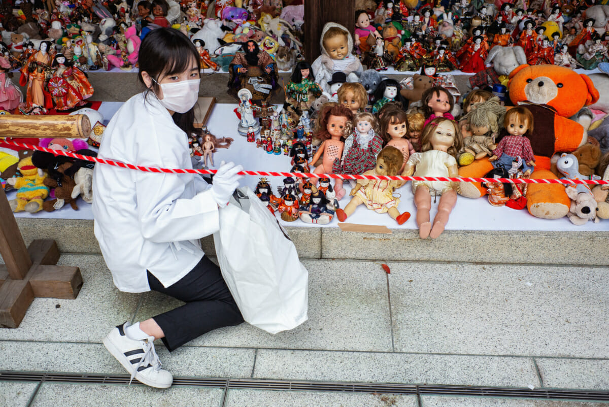 Ningyo kanshasai Japanese doll funeral ceremony