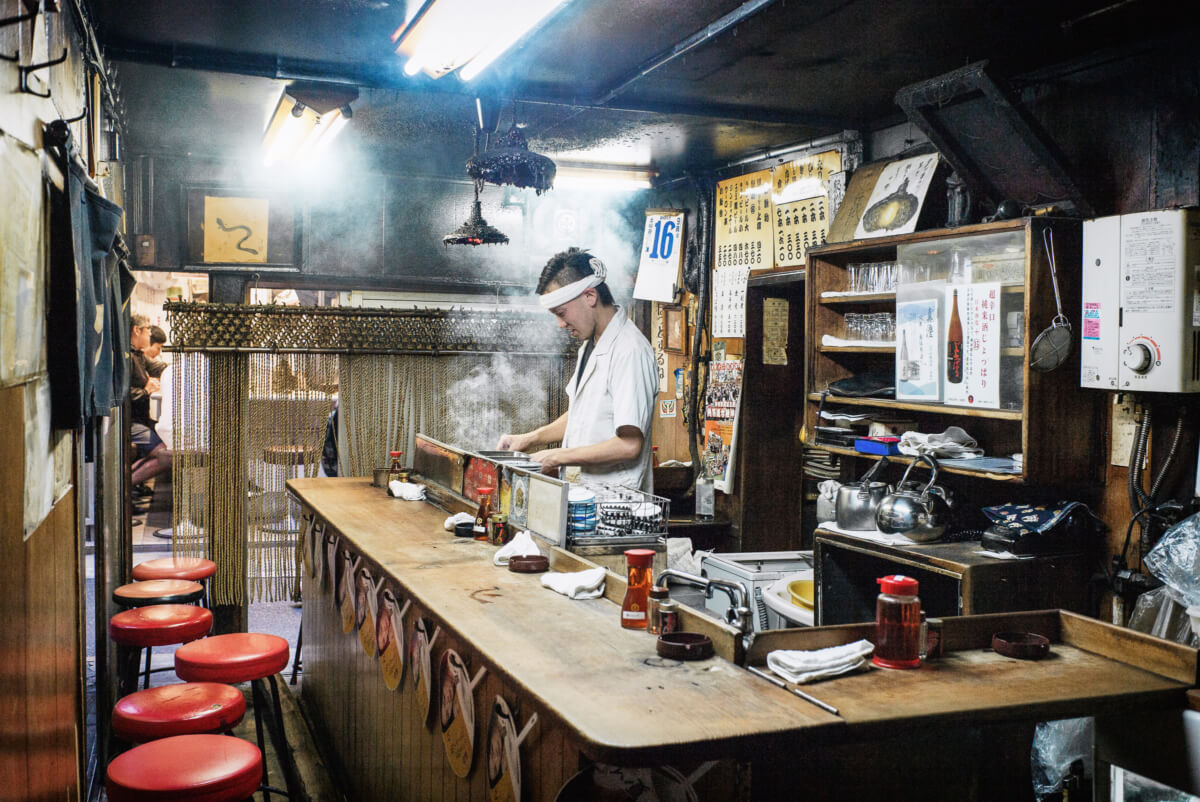 a quiet and smokey tokyo bar before opening