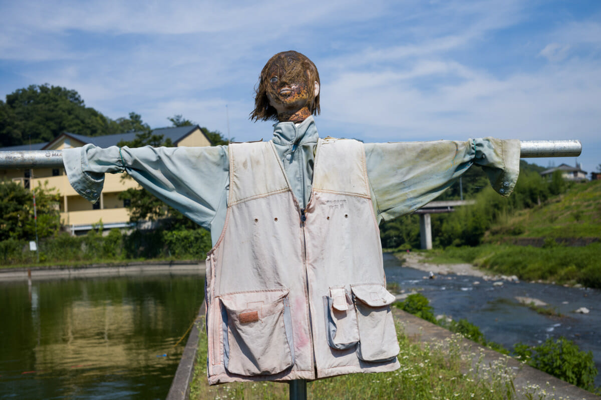A sacrificial and very scary Japanese scarecrow