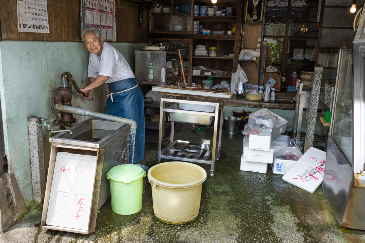 A fantastically old fashioned Tokyo fish shop