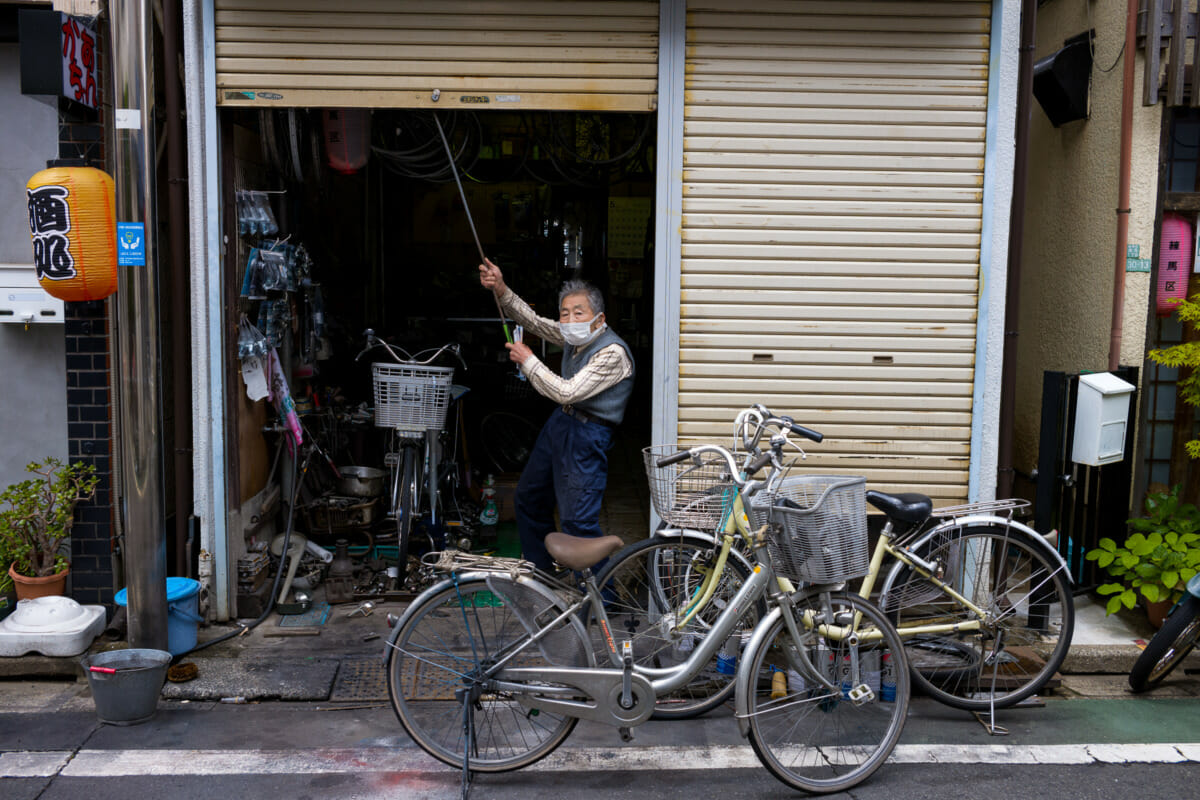 an old Tokyo bicycle shop and its old owner