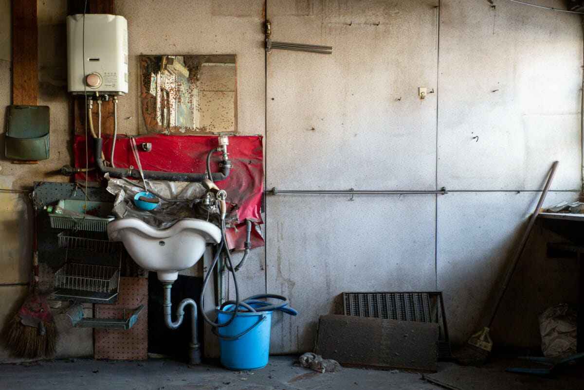 abandoned and crumbling old Tokyo hairdressers