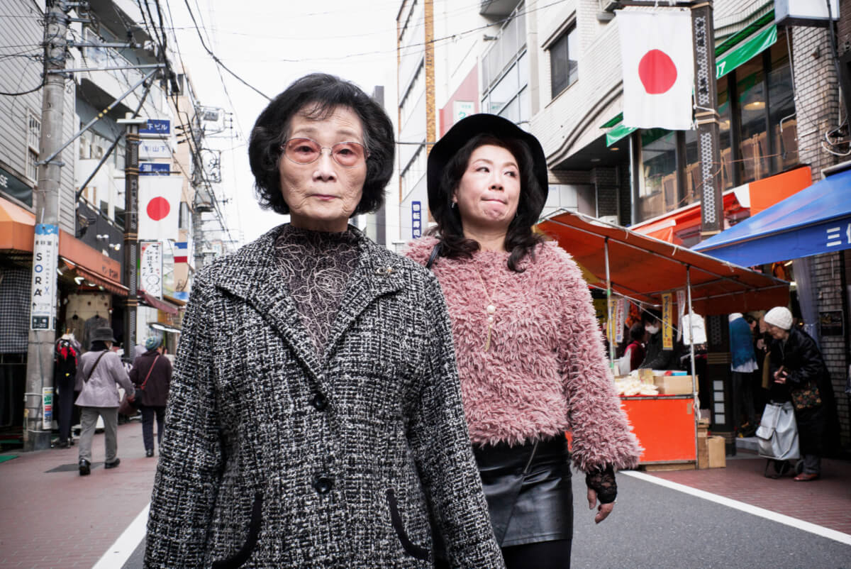 Japanese mother and daughter looks and expressions