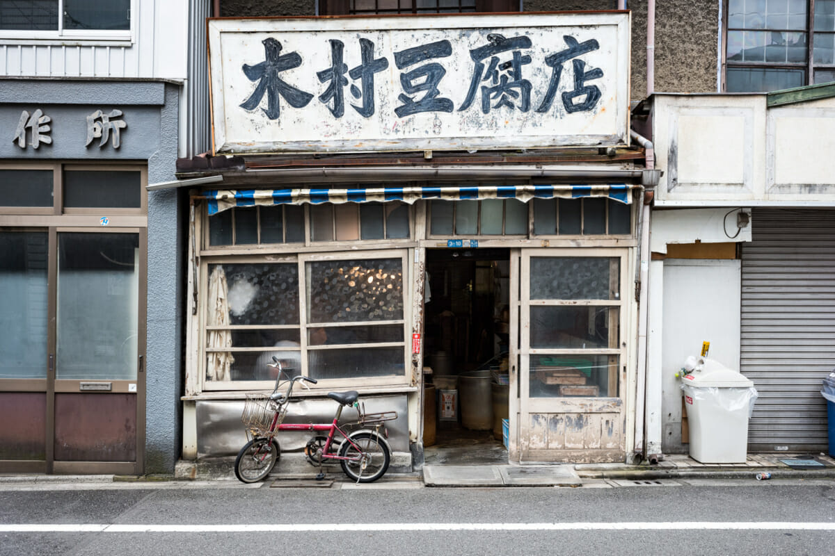 ordinary but beautiful old Tokyo