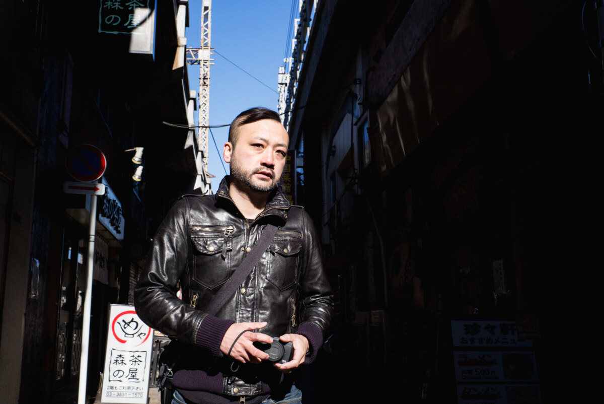candid photograph of a tokyo street photographer