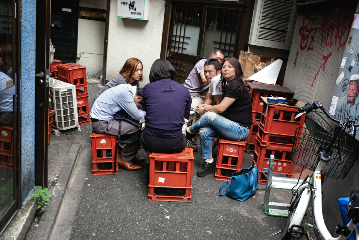 tokyo alleyway drunks and not very friendly stares