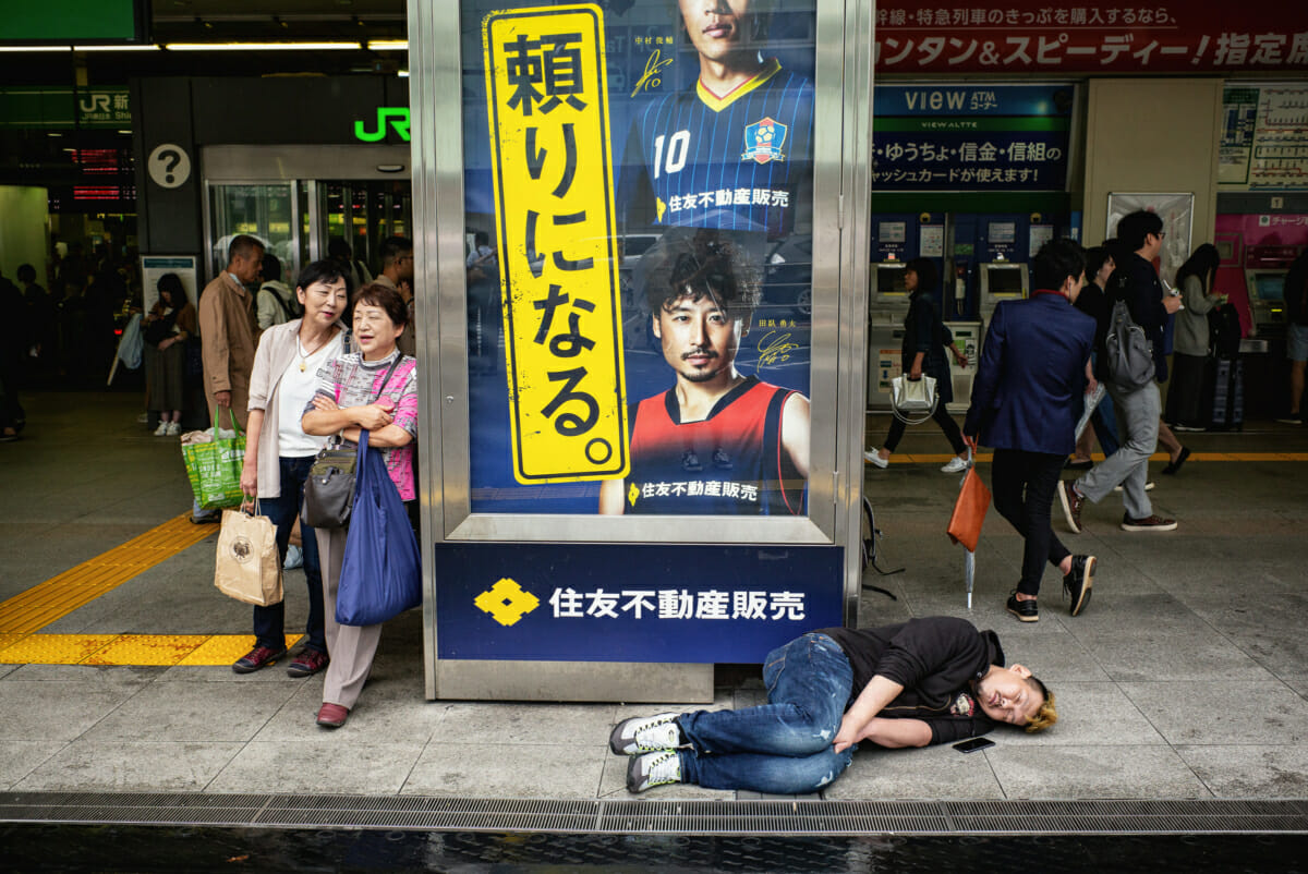 tokyo colours, crowds and the comatose