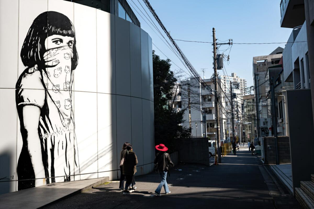 tokyo hello kitty urban art