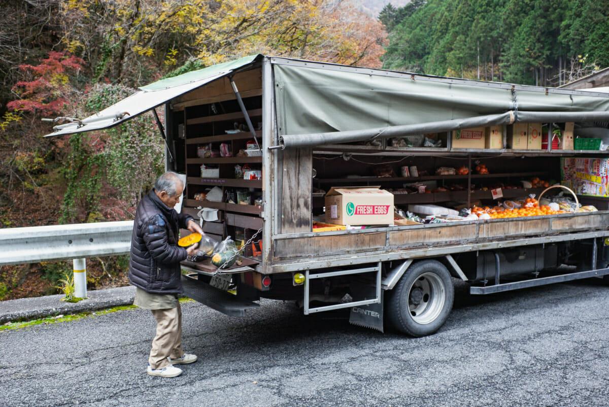 mobile shop serving customers in west Tokyo
