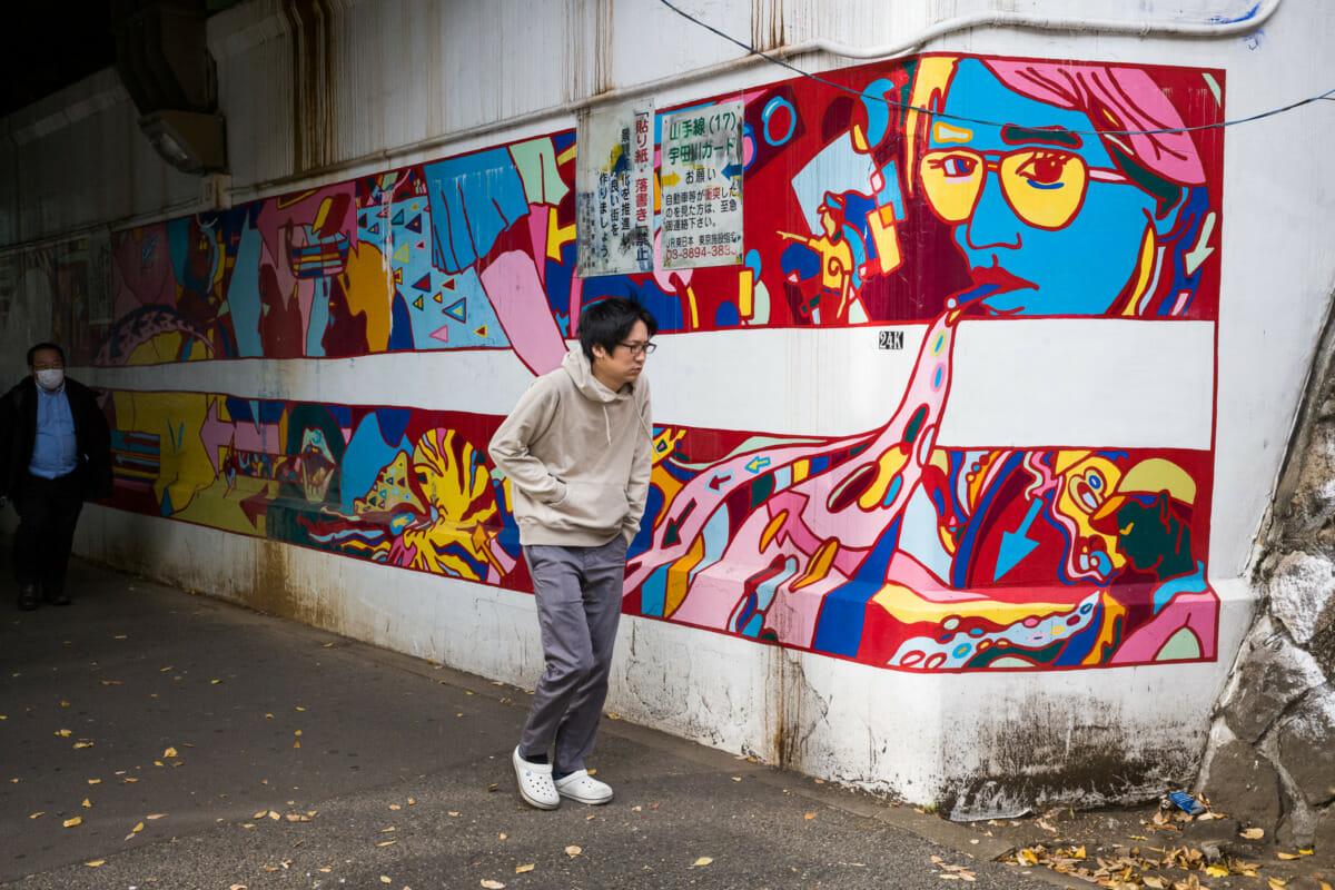 Tokyo urban art imitating urban life
