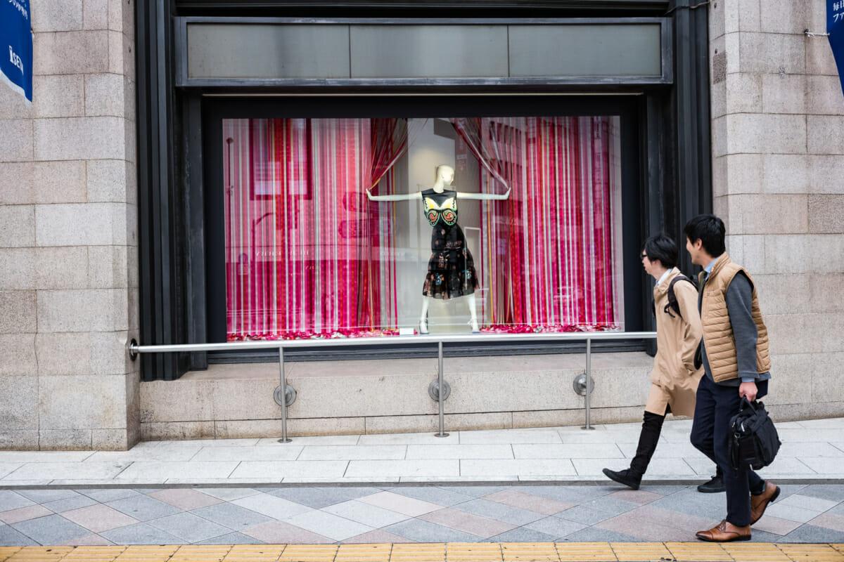 tokyo window display mannequin wonder